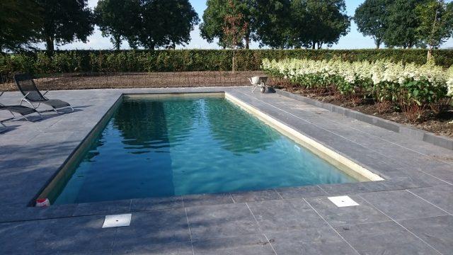 Bestrating van terrassen rondom zwembad