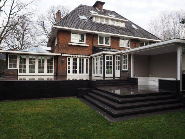Bordes, trappen en grondkeringen i.c.m. verandabouw