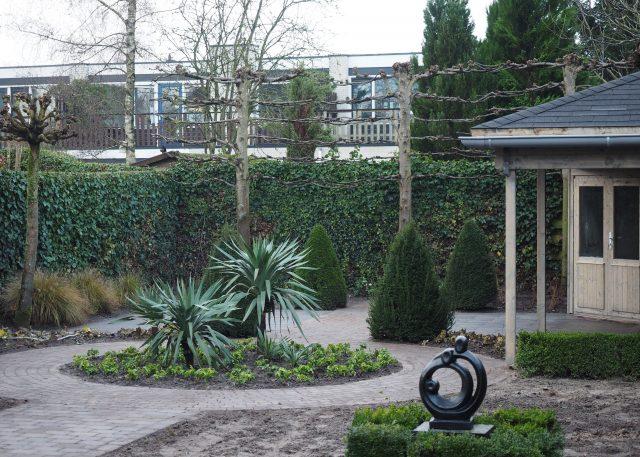 Tuinaanleg met bouw van tuinhuis met veranda