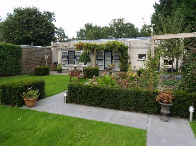 Tuin en terras voor bedrijf en kantoor