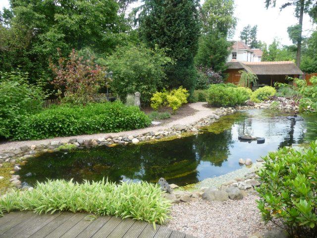 Half-verharding en terrasaanleg i.c.m. aanleg vijver